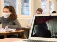 Isolements et quarantaines bouleversent le suivi des cours