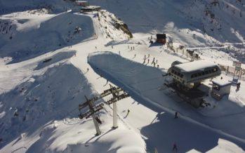 Ski à Noël: l'exception suisse fait débat chez nos voisins européens