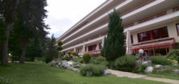 Le Centre valaisan de pneumologie quitte Crans-Montana. Les lieux accueilleront les résidents de l'EMS de Lens pendant trois ans