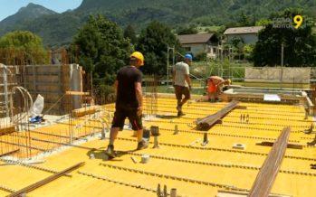 Des centaines de litres d'eau distribués sur les chantiers valaisans pour affronter la canicule