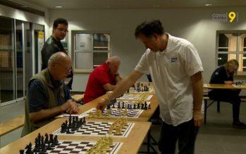 Christian Bauer, seul face à 20 adversaires: le joueur d'échecs a fait une démonstration de son talent