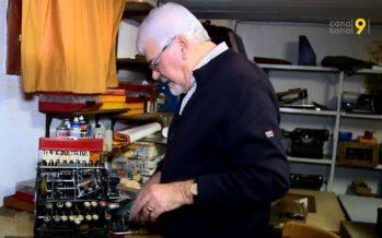 Gaby Favre collectionne des caisses enregistreuses. Il possède plus de 200 pièces dans son musée privé à Grône