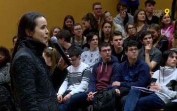 Discussion à bâtons rompus entre l'écrivaine belge Amélie Nothomb et 400 étudiants du lycée-collège de la Planta