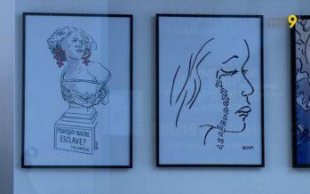 Une centaine de dessins de presse sont présentés aux passants dans les vitrines de la galerie Art Métro Sierre